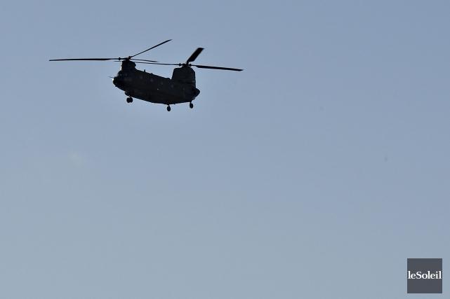 Un des hélicoptères des militaires de Québec.... (Le Soleil, Patrice Laroche)