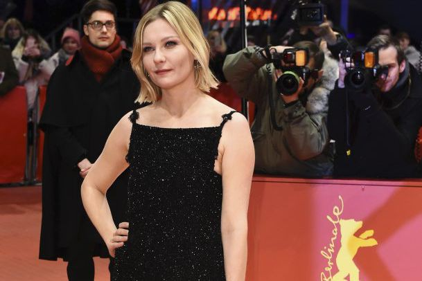 Kirsten Dunst sur le tapis rouge du film... (PHOTO AFP)