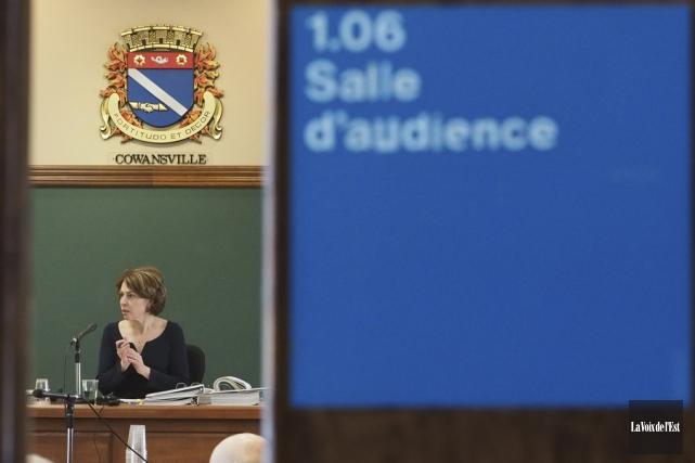 La juge administrative, Me Sylvie Piérard, a entendu... (Alain Dion, La Voix de l'Est)