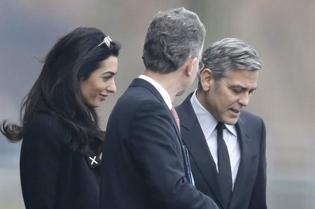 L'acteur George Clooney (à droite) et son épouse... (Associated Press)