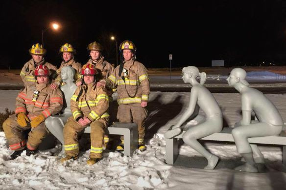 Des membres du service incendie de Magog ont... (Photo tirée de Facebook)
