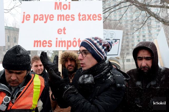 Les chauffeurs de taxi, qui ont manifesté devant... (Photothèque Le Soleil, Erick Labbé)