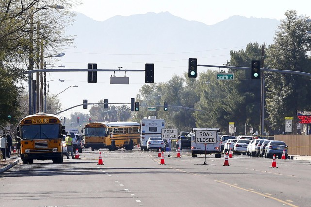 Les forces de l'ordre sont arrivées au lycée... (Associated Press)