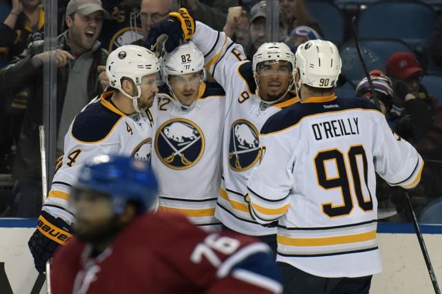 Avec seulement 22 tirs, les Sabres ont marqué... (Associated Press)