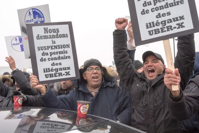 Des centaines de propriétaires et de chauffeurs de... (PhotoRyan Remiorz, La Presse Canadienne)