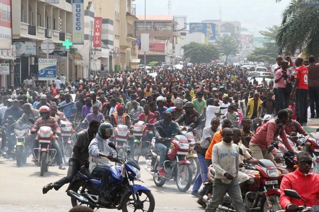 Les manifestants, qui marchaient en bon ordre, en... (Photo Jean Pierre Aime Harerimana, Reuters)