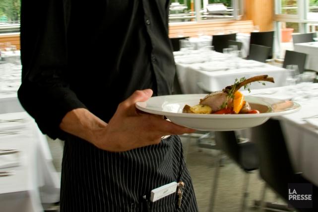 Ce sont les restaurants offrant un service aux... (PHOTO MARCO CAMPANOZZI, ARCHIVES LA PRESSE)