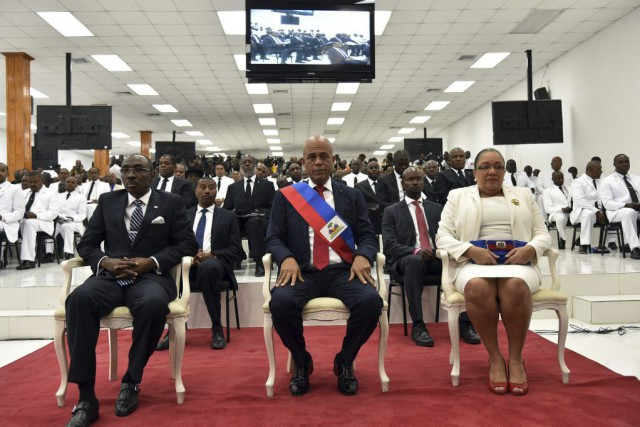 Le président Michel Martelly (au centre) a achevé... (PHOTO HECTOR RETAMAL, AFP)