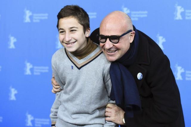 Le réalisateur Gianfranco Rosi (R) et Samuele Pucillo,un... (PHOTO TOBIAS SCHWARZ, REUTERS)