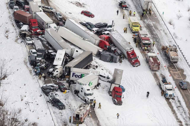 L'accident sur l'Interstate 78, à la hauteur de... (AP, James Robinson/PennLive.com)