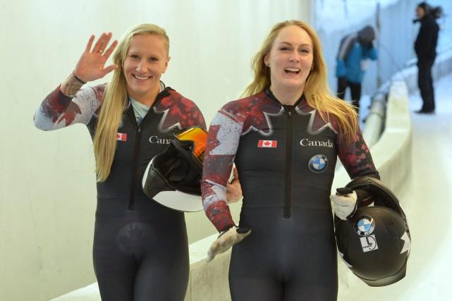 Kaillie Humphries et Melissa Lotholz, samedi, après leur... (Photo Kerstin Joensson, AP)