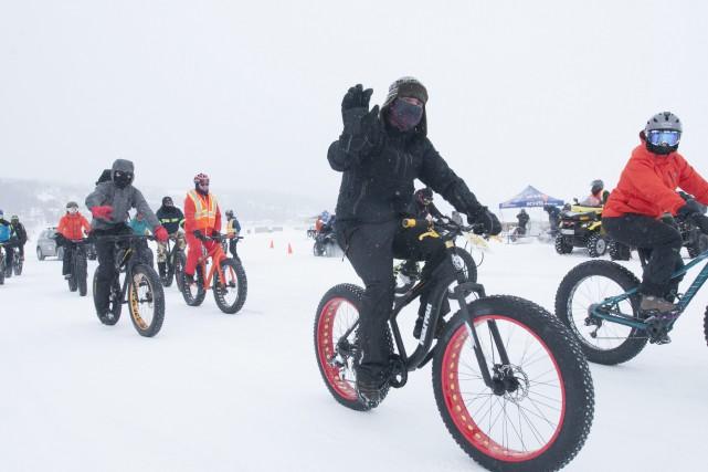 Malgré le froid, la randonnée en fatbike sur... (Photo Le Progrès-Dimanche, Michel Tremblay)