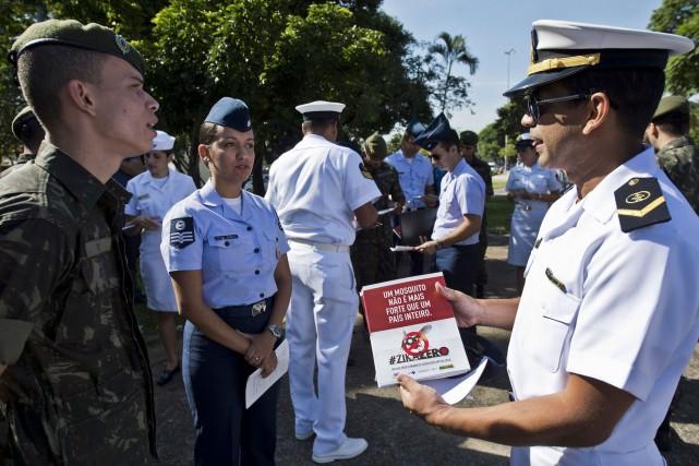Les équipes de militaires devaient se rendre dans... (AFP, Nelson ALMEIDA)