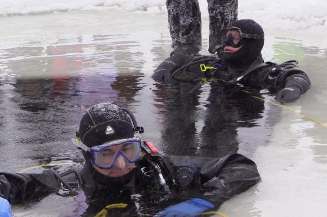 Si la plongée de François Paradis (à l'arrière)... (Photo fournie par la Coalition avenir Québec)
