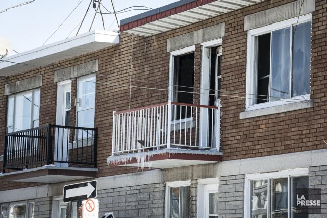 L'incendie s'est déclaré dans le logement du haut... (Photo Olivier Pontbriand, La Presse)