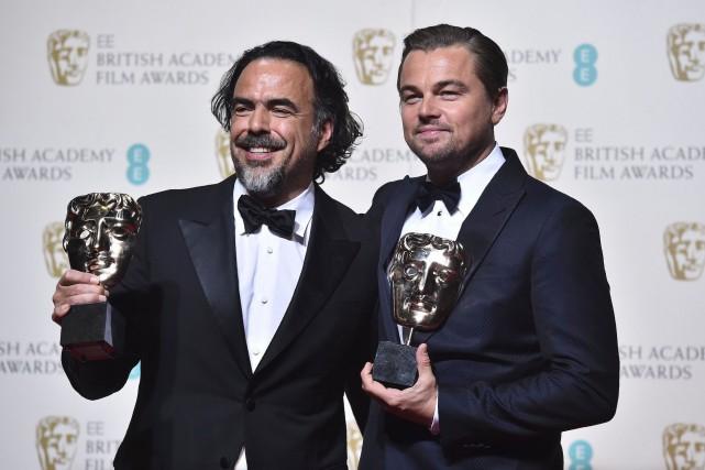 Alejandro Gonzalez Inarritu et Leonardo DiCaprio posent avec... (AFP, BEN STANSALL)