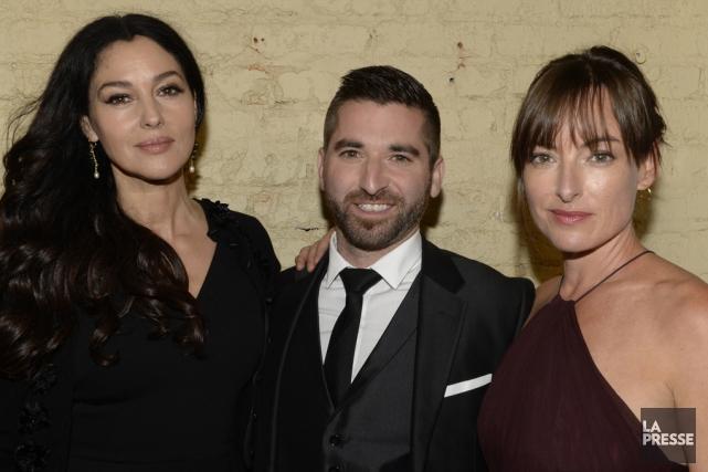 Monica Bellucci et Pascale Bussières entourent la réalisateur... (archives La Presse)