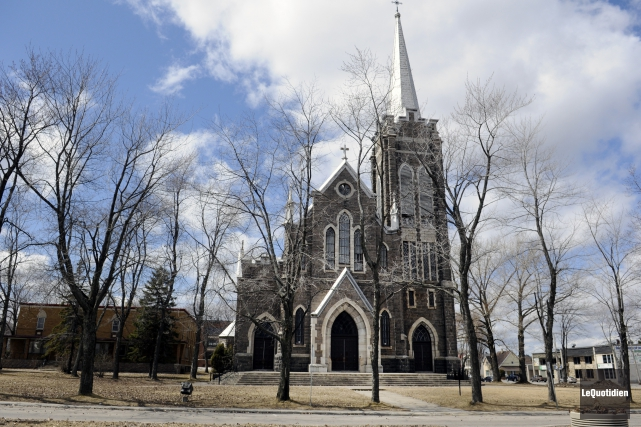 L'église Saint-Édouar, à La Baie... (Archives Le Quotidien, Mariane L. St-Gelais)