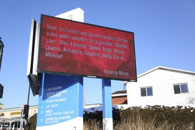 Pour une deuxième année, les panneaux électroniques de Granby affichaient les... (photo Julie Catudal)