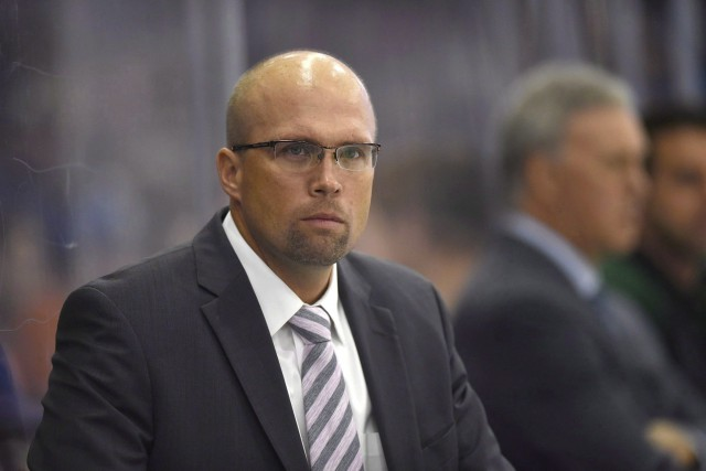 Mike Yeo agirait à titre d'entraîneur associé sous... (PHOTO LIAM RICHARDS, ARCHIVES AP)