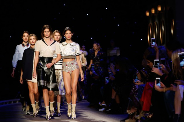«Cette saison, Tommy Hilfiger explore son amour de... (PHOTO REUTERS)