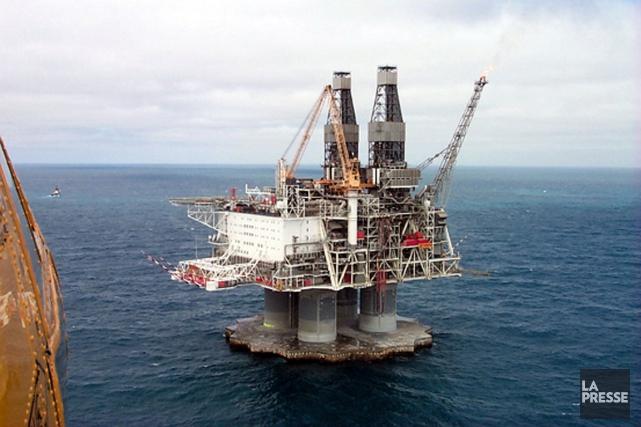 Un groupe environnemental s'est inquiété lundi des tuyaux, des têtes de puits,... (Archives, La Presse)