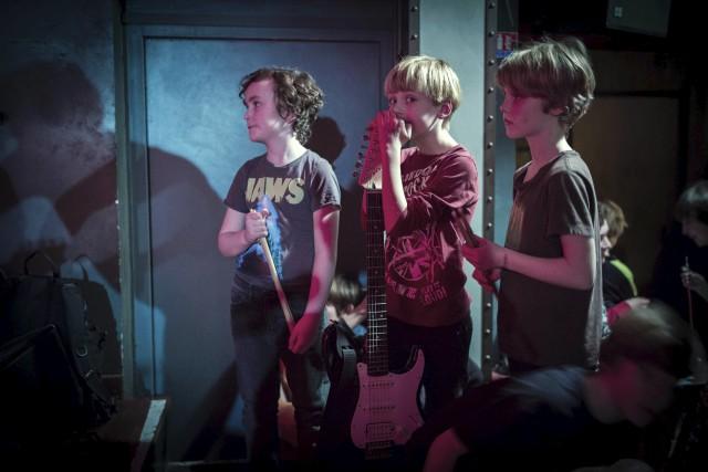 Des enfants del'école de rock «Park Slope Rock... (AFP, Martin Bureau)