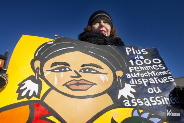 Cette femme et quelque 200 personnes ont marché... (La Presse Canadienne, Graham Hughes)