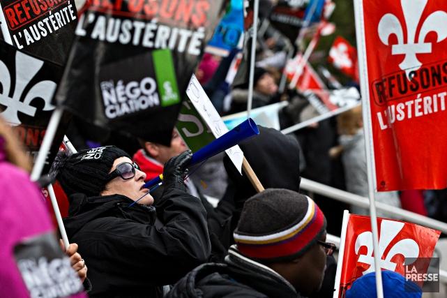 Des employés du Front commun syndical ont manifesté... (PHOTO PATRICK SANFAÇON, ARCHIVES LA PRESSE)
