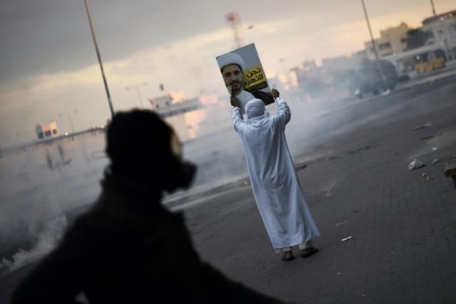 Des heurts ont eu lieu dimanche entre des... (PHOTO AFP)