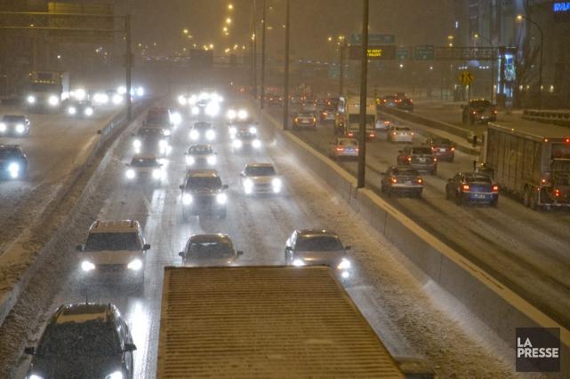 Vue de l'autoroute Métropolitaine à Montréal, mardi matin.... (PHOTO DAVID BOILY, LA PRESSE)