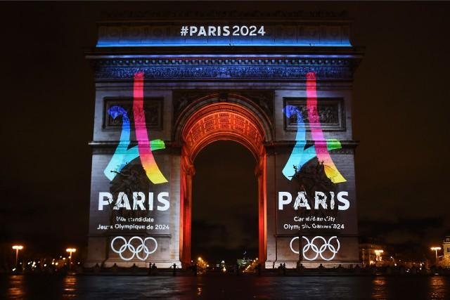 L'Arc de triomphe de Paris a été utilisé... (PHOTO LIONEL BONAVENTURE, AFP)