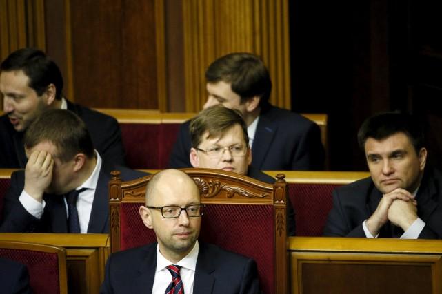 À 41 ans, Arseni Iatseniouk (en avant-plan) essuie... (Photo Gleb Garanich, Reuters)