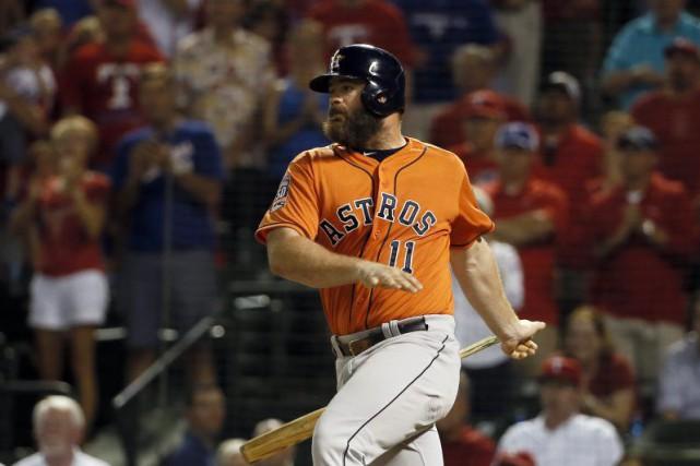 Les Astros de Houston et leur frappeur désigné Evan Gattis, qui est... (PHOTO ARCHIVES AP)