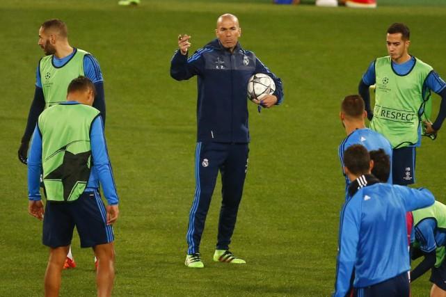 Zinédine Zidane, qui dirigera le Real Madrid pour le première fois en Ligue des... (Photo Reuters)