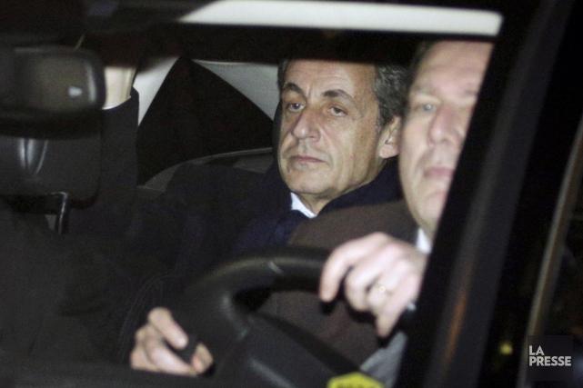 L'ancien président français Nicolas Sarkozy à sa sortie... (AFP, Geoffroy Van der Hasselt)