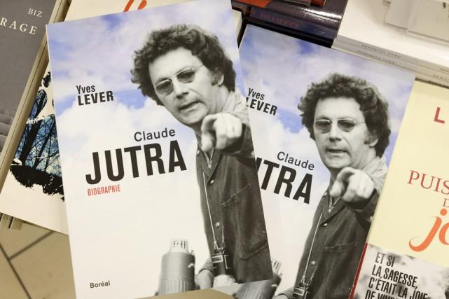 Une biographie mise en vente mardi inclut quatre... (Paul Chiasson, La Presse Canadienne)