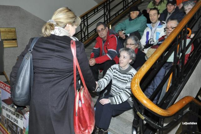 Josée Néron et Sonia Côté s'étaient serrées la... (Archives Le Quotidien)