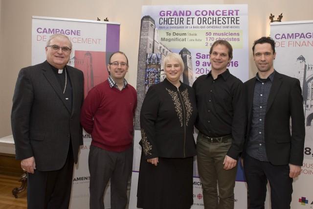 Monseigneur Luc Cyr, François Bernier, directeur musical et... (Spectre, André Vuillemin)