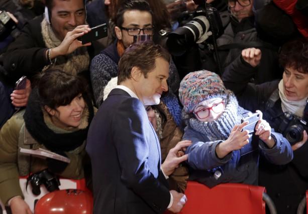 Colin Firth était fort populaire sur le tapis... (AP, Markus Schreiber)