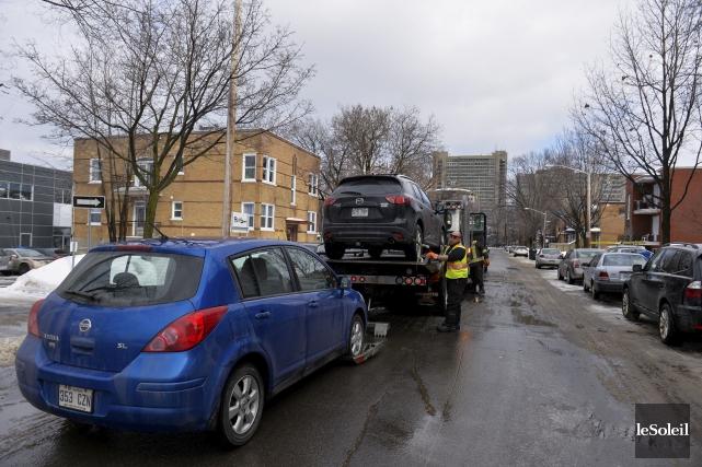 Les contrôleurs routiers attendaient les chauffeurs d'Uber sur... (Le Soleil, Caroline Grégoire)