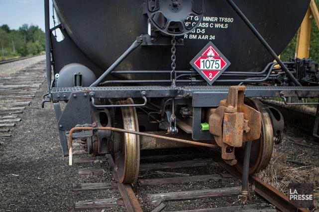 Les représentants des groupes opposés au projet de transport par train de plus... (Archives La Presse, Mathieu Waddell)