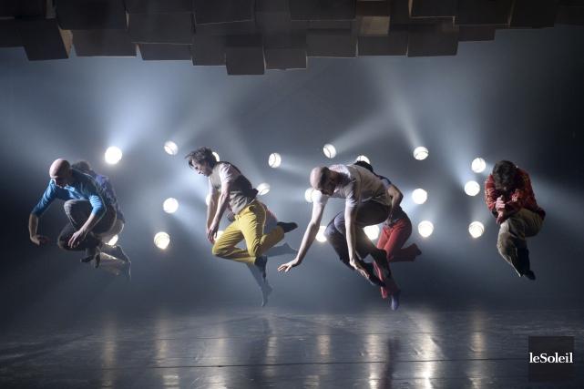 Pendant une heure, les danseurs de Ce n'est... (Le Soleil, Jean-Marie Villeneuve)