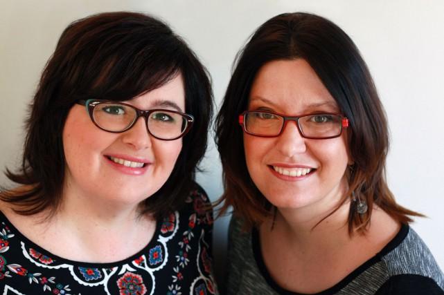 Nancy Coulombe et Nadine Descheneaux, les auteures des... (PHOTO VÉRONIQUE SAUVÉ, FOURNIE PAR LES ZIMPARFAITES)
