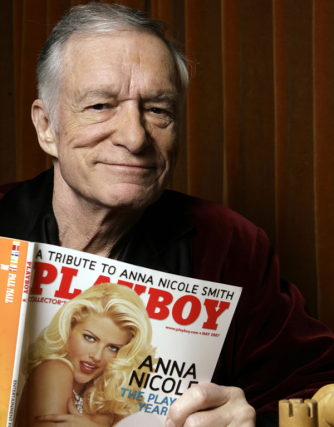Le fondateur de Playboy, Hugh Hefner, en avril... (PHOTO DAMIAN DOVARGANES, ARCHIVES ASSOCIATED PRESS)