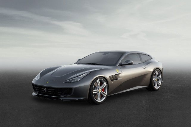 Ferrari GTC4Lusso... (PHOTO FOURNIE PAR FERRARI)