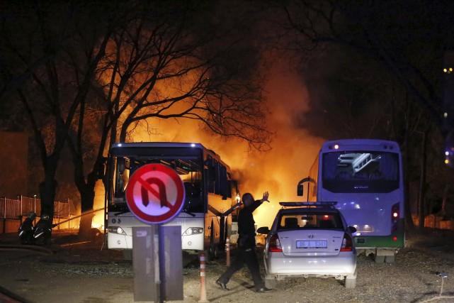 Les autorités ont rapidement bouclé les lieux de... (AFP)