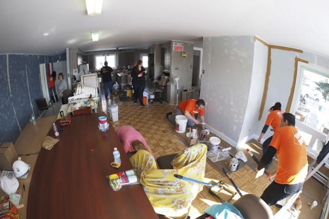 Mercredi, c'est toute une équipe d'employés du Home... (Alain Dion)