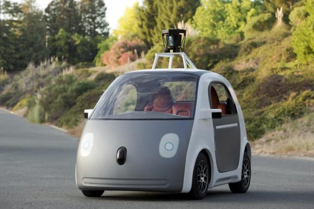 Tandis que des géants technologiques tels que Google... (PHOTO REUTERS)