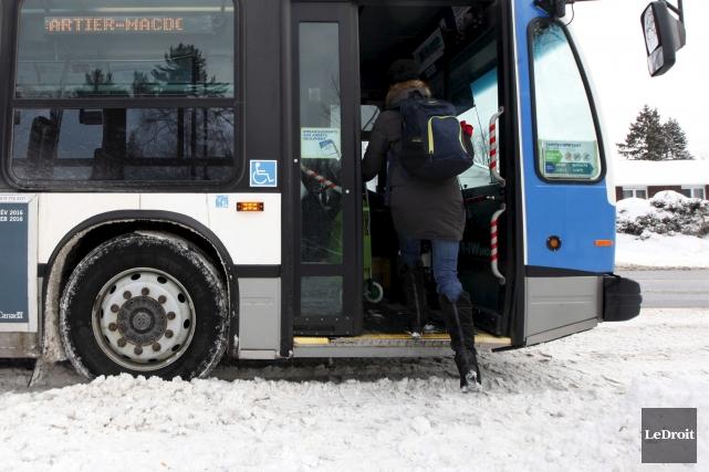 L'hiver, les autobus de la STO roulent en... (Simon Séguin-Bertrand, LeDroit)